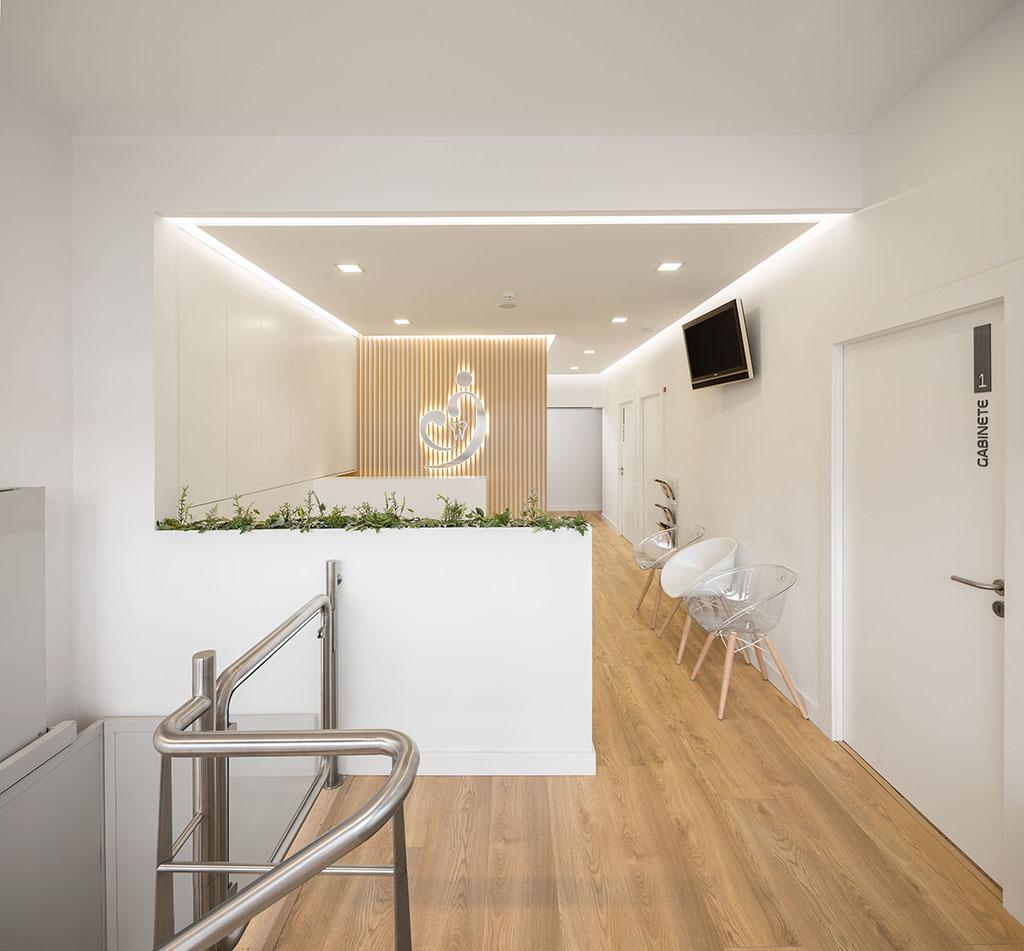 Clinica Clifaria em Esgueira, Aveiro do atelier de arquitetura Romulo Neto Arquitecto com fotografia de arquitetura Ivo Tavares Studio